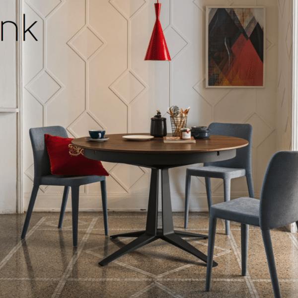 Tisch und Sessel von MIDJ