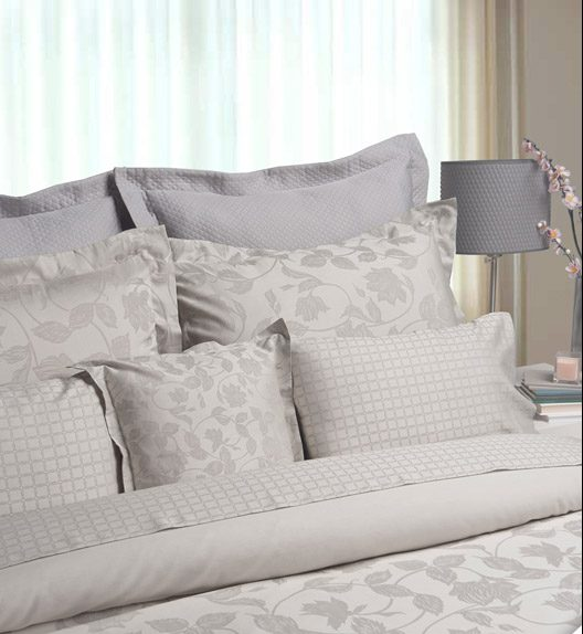 daunenspiel hochw rtige bettw sche aus edlen materialien auch nach ma. Black Bedroom Furniture Sets. Home Design Ideas